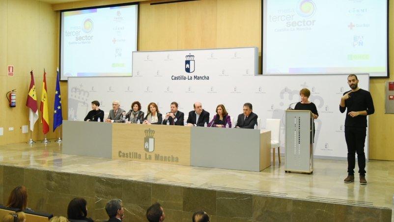 El presidente regional, Emiliano García-Page, ha participado en Toledo en la presentación de la Mesa del Tercer Sector de Castilla-La Mancha